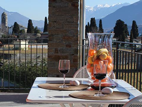Bilder von Comer See Ferienanlage für Familien Paradiso_Legnone_Gravedona_10_Balkon