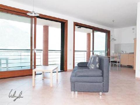 Bilder von Lago Maggiore Ferienwohnung Pensiero_4008_Tronzano_31_Wohnraum