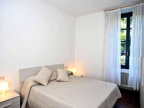 Bilder von Comer See Ferienwohnung Pescallo_primo_piano_Bellagio_40_Doppelbett-Schlafzimmer