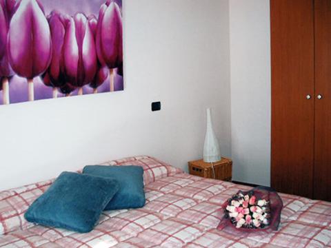 Bilder von Lago Maggiore Ferienhaus Picchio_Primo_700_Mergozzo_40_Doppelbett-Schlafzimmer