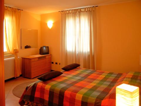 Bilder von Comer See Ferienwohnung Regina_Gravedona_40_Doppelbett-Schlafzimmer