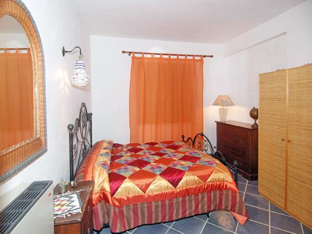 Bilder von Sicile North Coast Villa Romantica_49__40_Doppelbett-Schlafzimmer