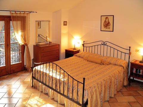 Bilder von Comer See Ferienhaus Romantica_Rezzonico_40_Doppelbett-Schlafzimmer