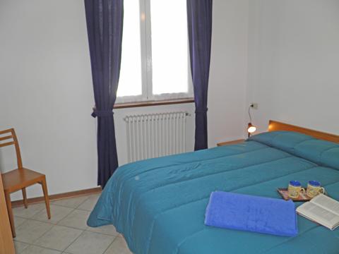 Bilder von Comer See Ferienwohnung Rosi_Vercana_40_Doppelbett-Schlafzimmer