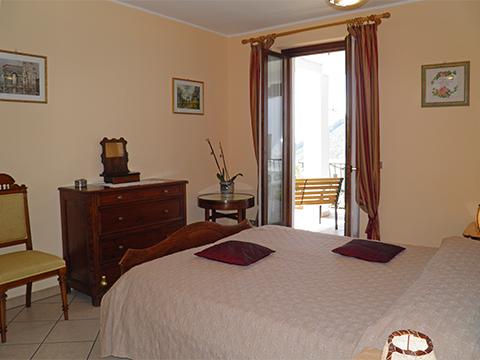 Bilder von Comer See Ferienwohnung Teresa_Stazzona_40_Doppelbett-Schlafzimmer