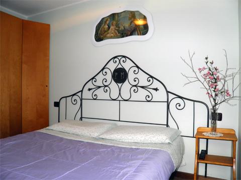 Bilder von Comer See Ferienwohnung Titti_Dosso_del_Liro_40_Doppelbett-Schlafzimmer