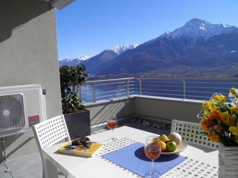 Bilder von Comer See Wellness Ferienwohnung Valarin_Napoli_Vercana_11_Terrasse