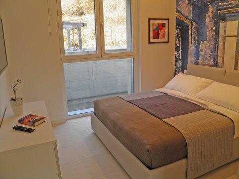 Bilder von Comer See Wellness Ferienwohnung Valarin_Palermo_Vercana_40_Doppelbett-Schlafzimmer