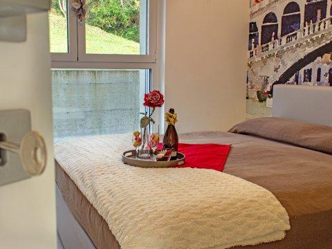 Bilder von Lake Como Resort Valarin_Venezia_Vercana_40_Doppelbett-Schlafzimmer