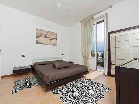 Bilder von Comer See Ferienwohnung Villa_800_Bellagio_40_Doppelbett-Schlafzimmer