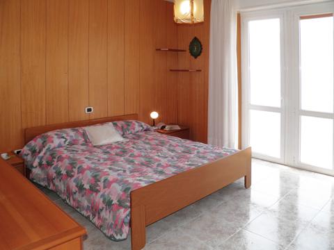 Bilder von Comer See Ferienwohnung Vista_Vercana_40_Doppelbett-Schlafzimmer