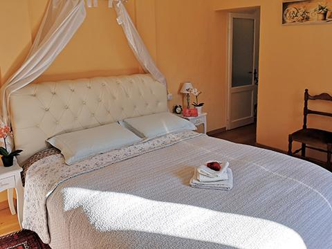 Bilder von Lake Como Apartment del_Borgo_Mezzegra_40_Doppelbett-Schlafzimmer